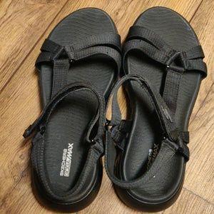 Skechers black goga Max Sandals size 7W